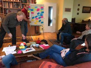 Un groupe de personnes participant à une rencontre des facilitateurs